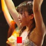 【大事故】貧乳JSアイドルさん、ライブで浮きブラから豆乳首が見えてしまう…