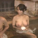 (ウソだろ…勘弁してくれ…)温泉に俺たちしかいないからって姉が巨乳を丸出しで勃起の限界!
