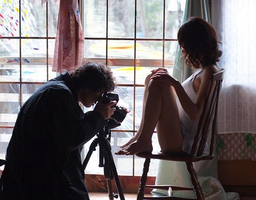 【無修正邦画】前張りもモザイクも無し!あの女性タレントの女性器をドアップで映したR18日本映画がこちら!