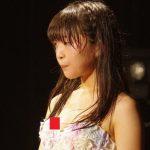 【大ハプニング】JSアイドルさん、貧乳すぎてライブ中に浮きブラから豆乳首が見えてしまう…