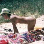 郷に入っては郷に従え!ヌーディストビーチで全裸になってる日本人女性の盗撮画像がこちらwww