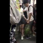 【性的いじめ?】電車内でJKにイカされてる男子中学生が撮影されるwww