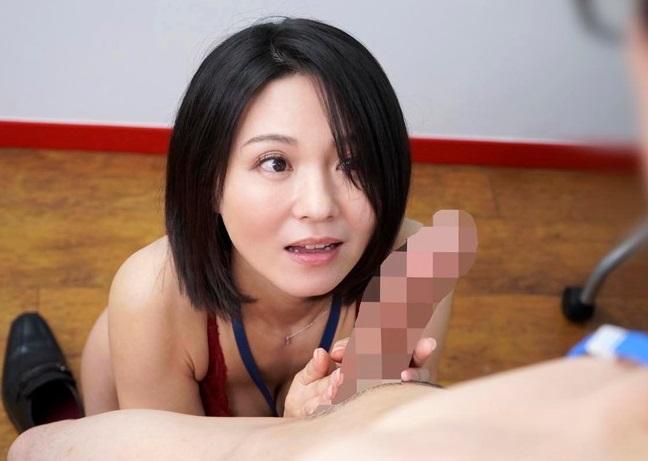 【綾瀬麻衣子】子供が独立してSODに中途入社した人妻社員さん(46歳)、さっそく大学生の筆おろしをやらされるww