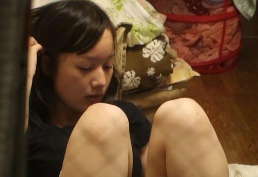 【民家盗撮】数日間に渡って一人暮らしの女子大生の私生活を撮影し続けたヤバすぎる映像がネット流出!