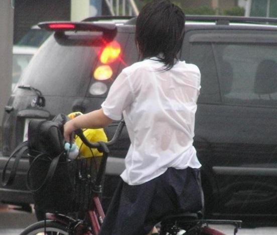【目の保養】学校帰りの突然の雨で制服が透けてブラが見えちゃってるJK・JCまとめ