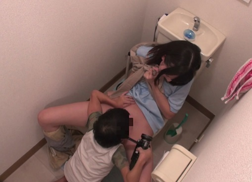 【おねショタ】『一生のおねがいっ!僕にマンコ見せて』エロ小学生に頼まれて女子大生が赤面のくぱぁをしてる一部始終ww