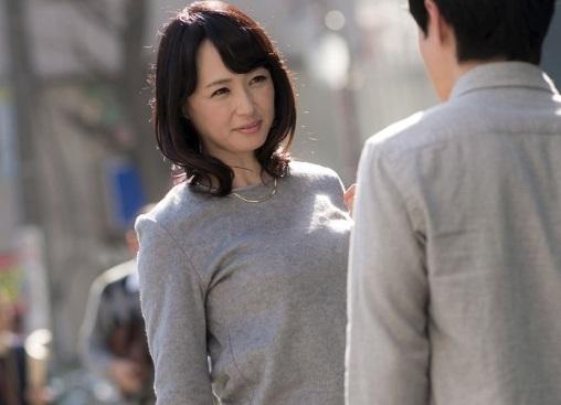 【人妻ナンパ】『私みたいなおばさんでいいのw?』街行く綺麗な五十路熟女を20代イケメン男子がガチ口説きハメ撮り!