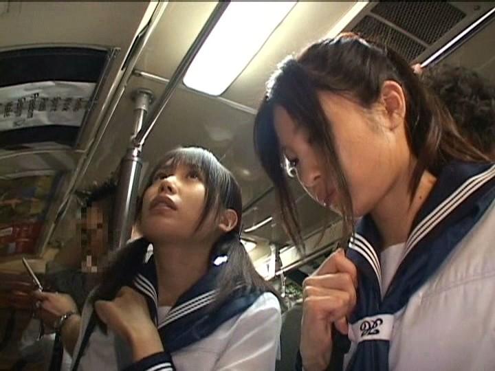 恥ずかしくてお互い喘ぎ声我慢…いつも一緒にいる女子校生2人組を同時痴漢でイカせる!