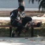 【ロリ×ショタ】昼間の公園でベンチで正常位セックスしてる中坊カップルが発見されるww