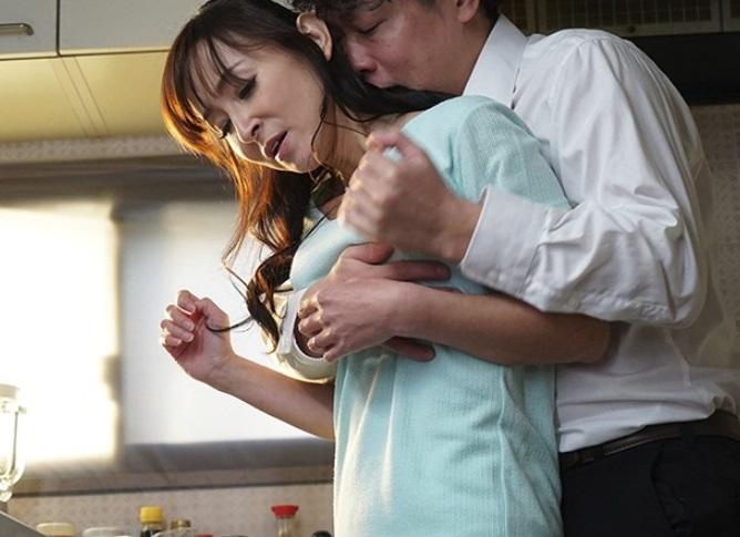 【大学生×熟女】息子の友人と恋人気分 受験の合格祝いに秘密のデート 香澄麗子