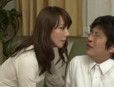 『私、おばさんだけどダメかな?』ご無沙汰おばさんがあの手この手で息子の同級生の童貞を奪う!