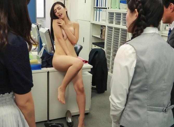 古川いおり 社内露出、強制オナニー…用務員にレイプ動画で脅されたエリートOLの末路