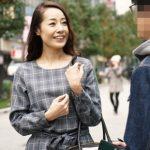 【素人逆ナンパ】『おばさんだけどSEXしてくれませんか?』五十路熟女が街行く20代男子を初めての逆ナン!
