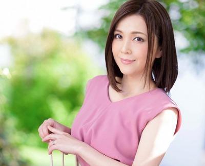 【初脱ぎ熟女】お茶の間のお父さん達に人気だった元地方局アナウンサーの人妻( 43歳)がAVデビュー! 高瀬智香