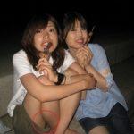 【素人エロ画像】何気なく女友達を撮った写真に写ってたパンチラや隙マンコ画像35枚!