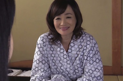 【笹川蓉子】よく見ると嫁よりずっとエロい…家族旅行で性欲に負けて義母に中出ししてしまった一部始終