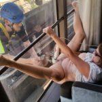 【画像30枚】もう誰に見られてもいい!窓際で外に向けてオナニーをする女wwwwww