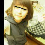 【動画】『下は絶対ムリだよ~』と言ってた10代女子さん、ライブ配信アプリの視聴者に煽られて股を開いてしまう…